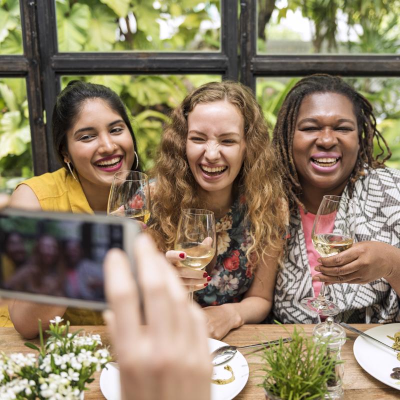 communication-amitié-réseau-social-digital-communication-digitale